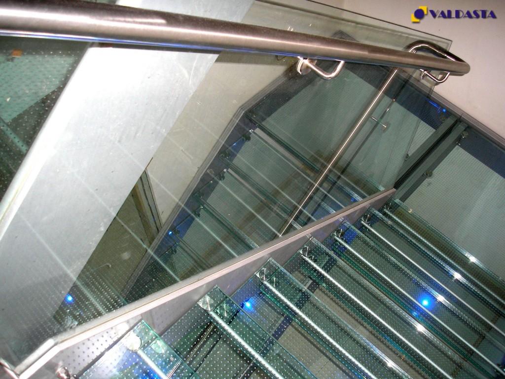 Stikliniai laiptai ir turėklai