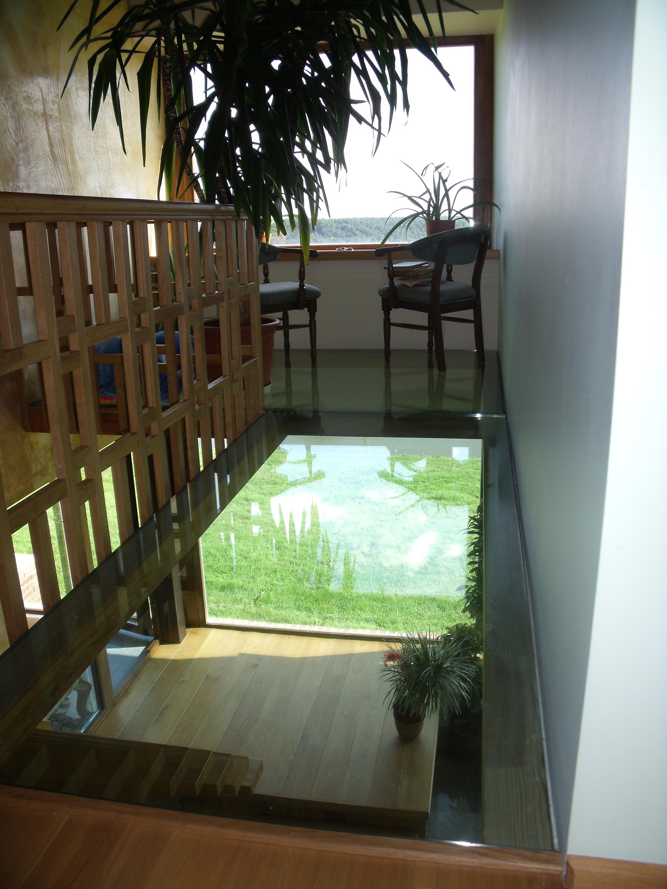 Stiklinės grindys