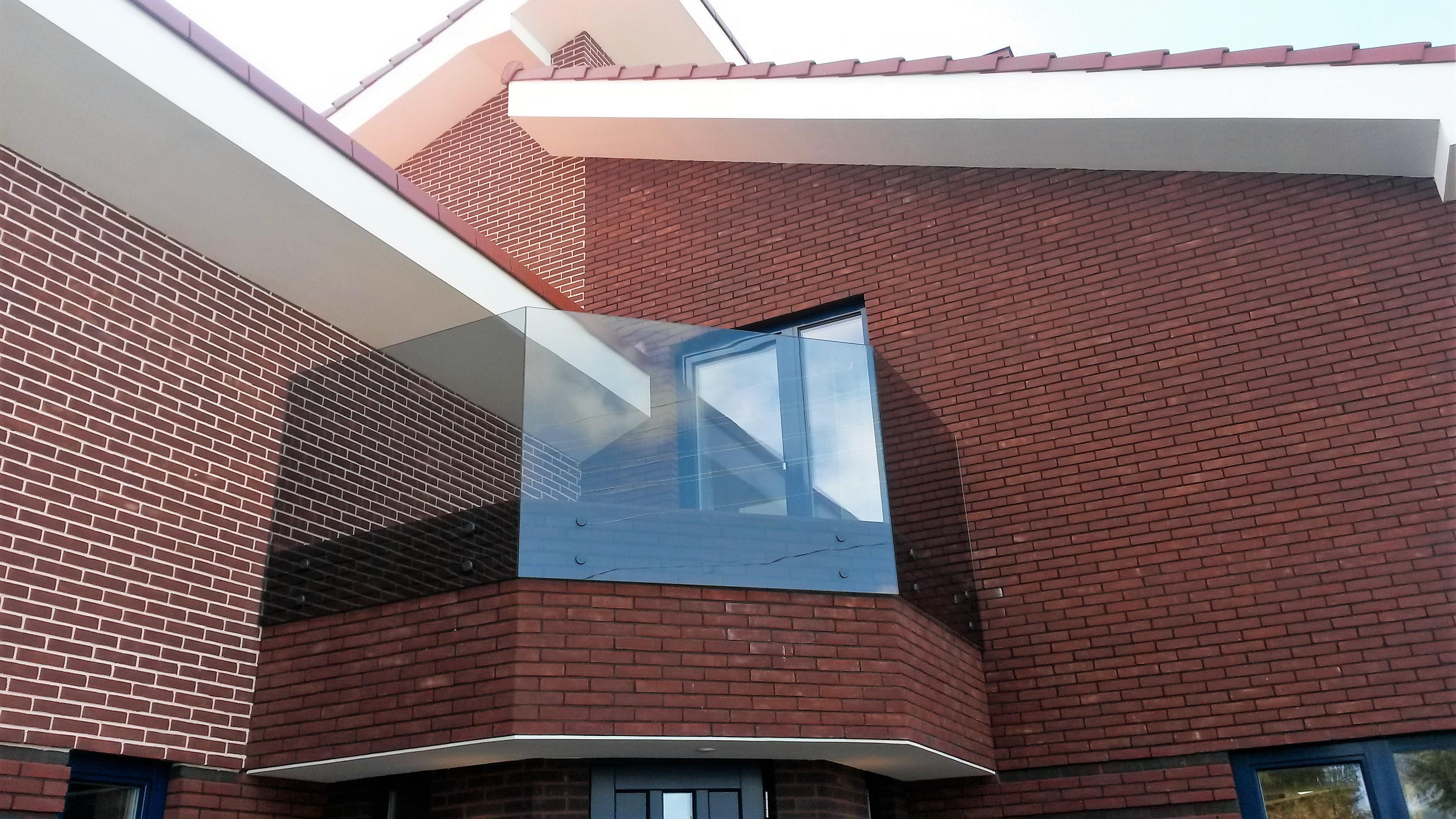 Stiklinė balkono tvorelė