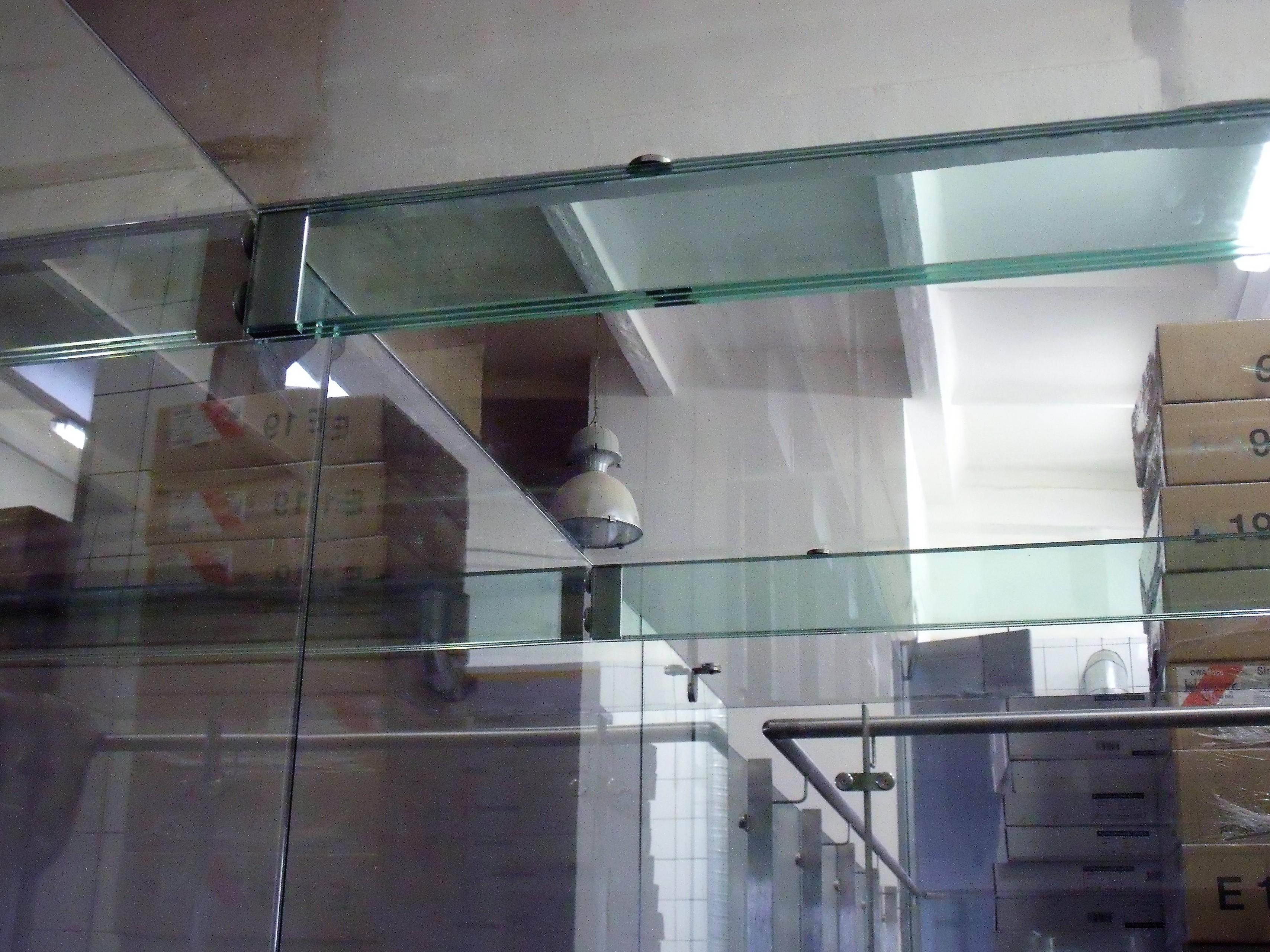 Stiklinė stogelio laikančioji detalė