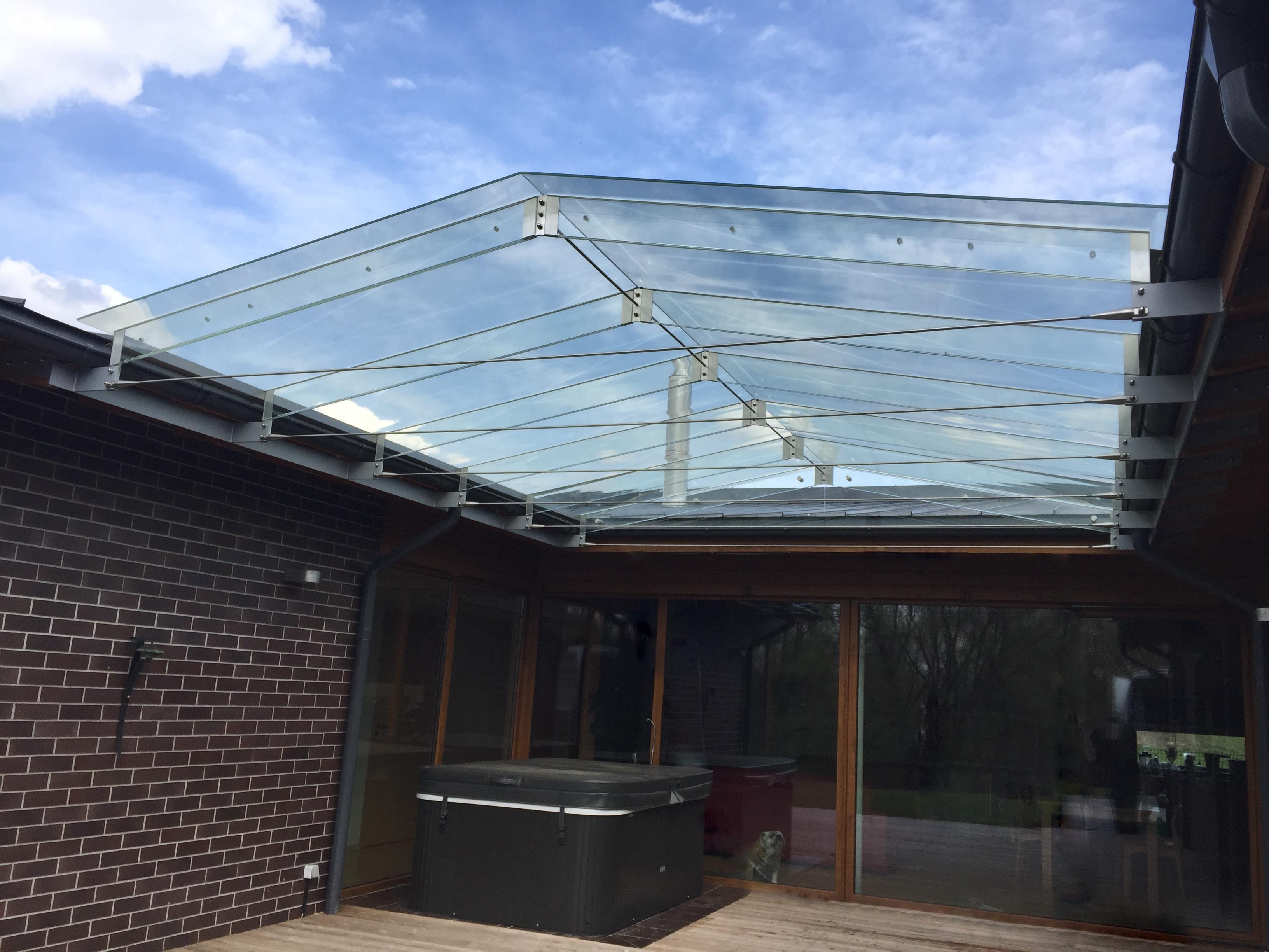 Stiklinis terasos stogas