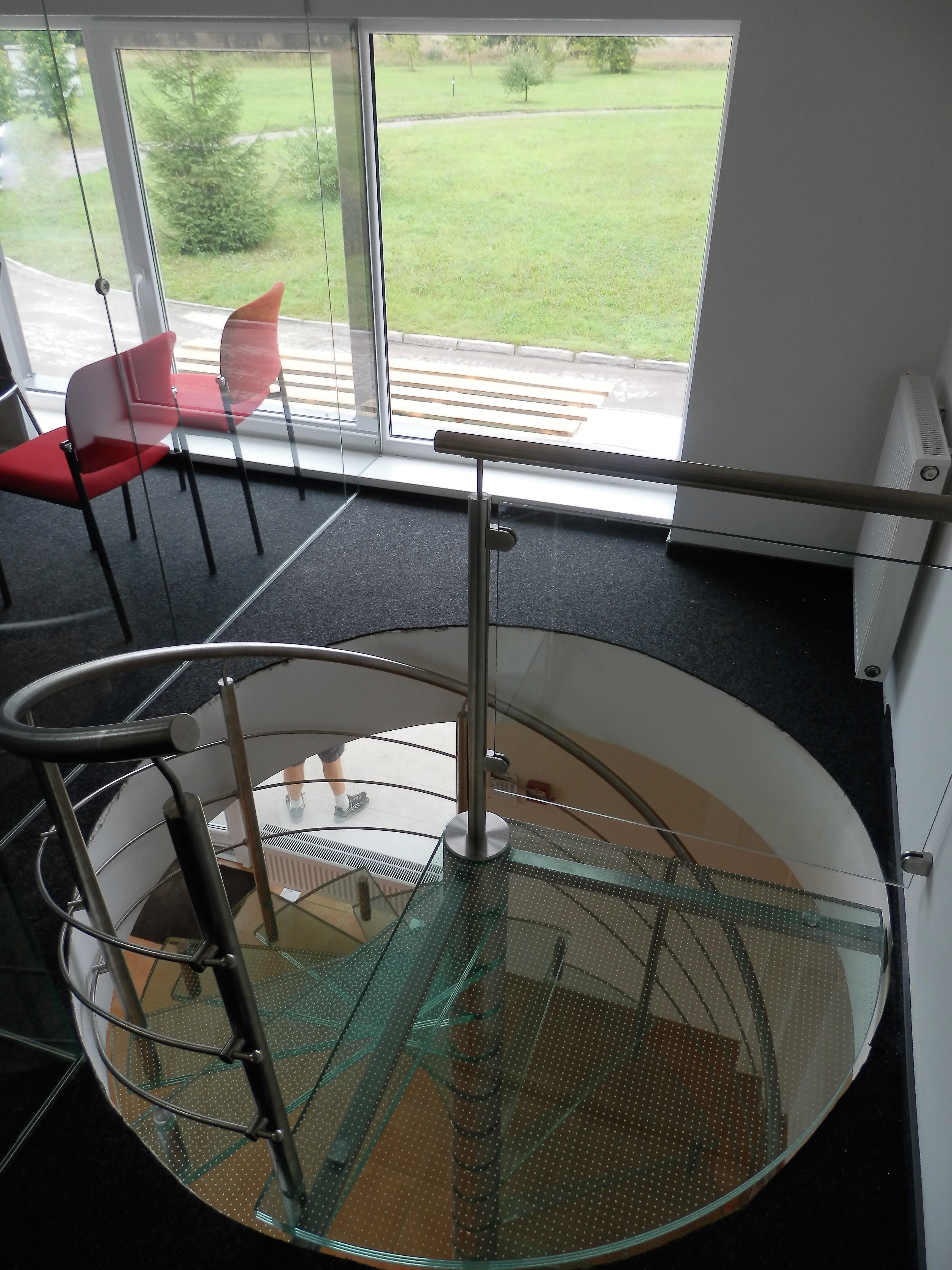 Sraigtiniai laiptai biure